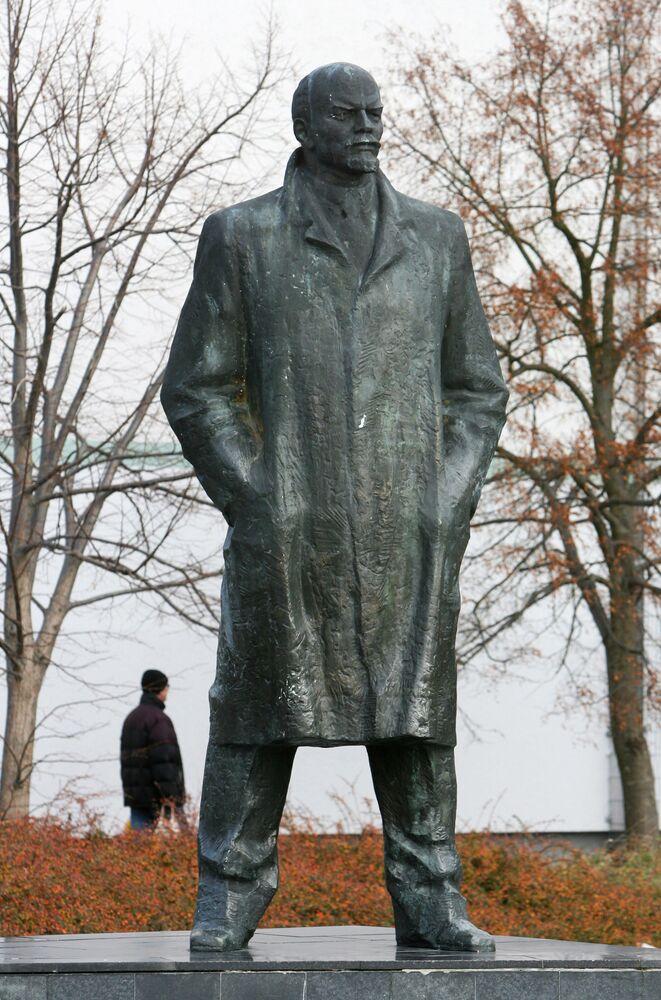 Památník Vladimira Lenina v německém městě Schwerin