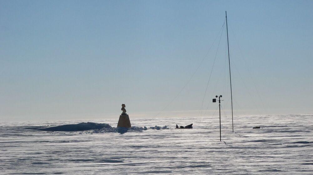 Leninův památník na sovětské antarktické stanici Pól nedostupnosti
