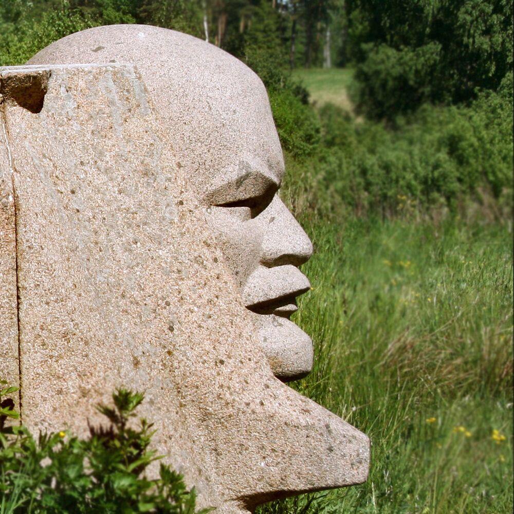 Fragment Leninova památníku v Parku soch. Ivande, Lotyšsko