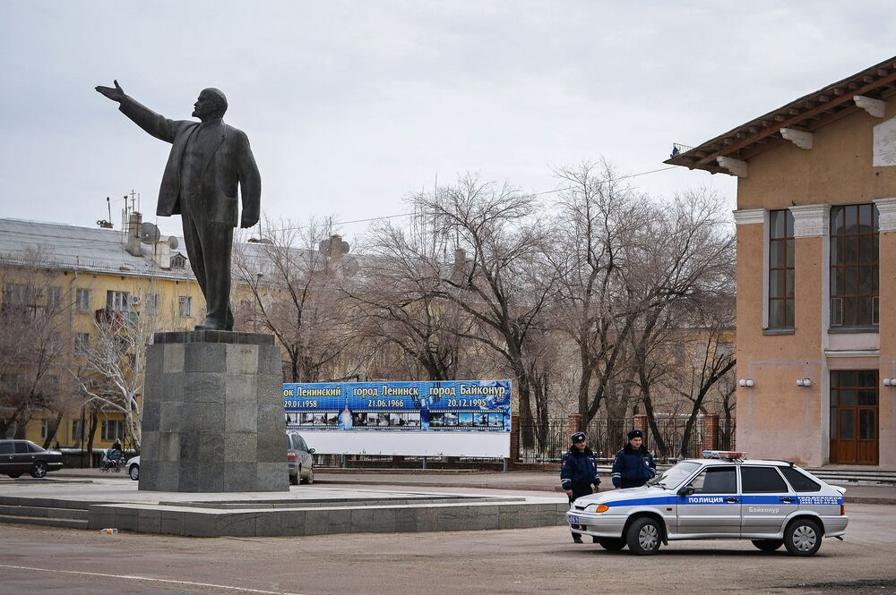 Leninův památník ve městě Bajkonur