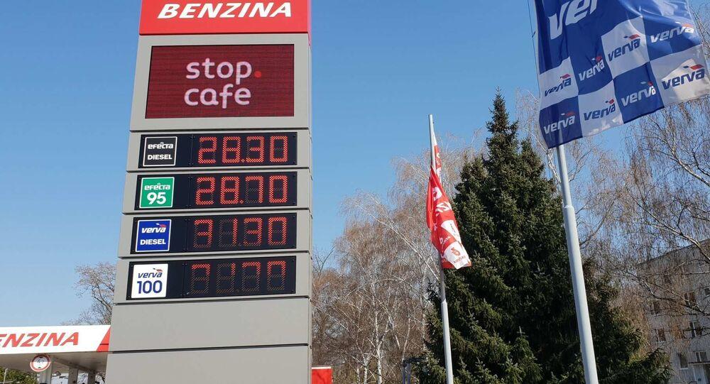 Zatímco před pár dny byl natural 95 za 28,70, dnes v Praze na Tank Ono pořídíte litr za 22,50