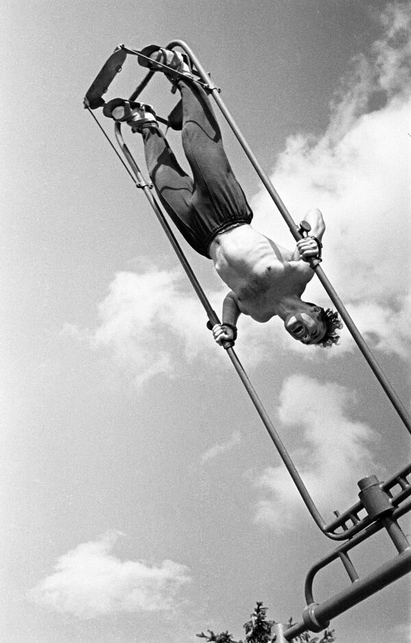 Kosmonaut German Titov během přípravy na let do vesmíru, 1960 - Sputnik Česká republika