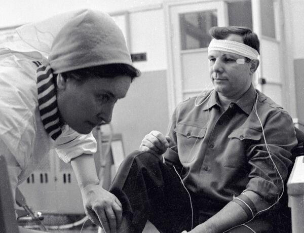Kosmonaut Jurij Gagarin před tréninkem, 1964 - Sputnik Česká republika