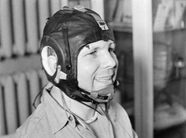 Jurij Gagarin před tréninkem na centrifuze v Kosmonautském výcvikovém středisku, 1967 - Sputnik Česká republika