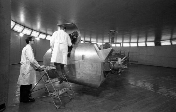 Výcvik na centrifuze pro získání schopnosti snášet fyzické přetížení, 1968 - Sputnik Česká republika
