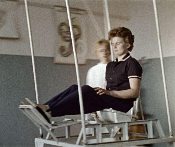 Valentina Těreškovová při tréninku vestibulárního aparátu, 1964 - Sputnik Česká republika
