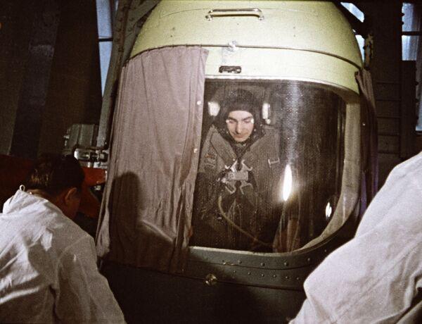 Valerij Bykovskij na tréninku v rotoru, 1964 - Sputnik Česká republika