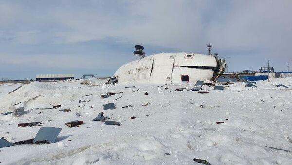 Na místě tvrdého přistání ruského vrtulníku Mi-26 na poloostrově Jamal - Sputnik Česká republika