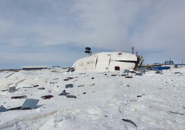 Na místě tvrdého přistání ruského vrtulníku Mi-26 na poloostrově Jamal