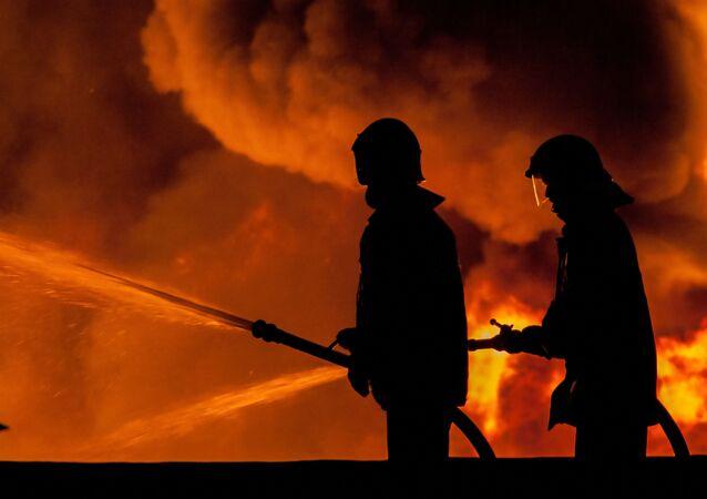 Hasiči na místě požáru