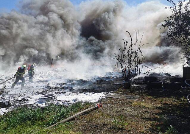 Hašení požáru na autovrakovišti a stáji v Bratislavě, Slovensko