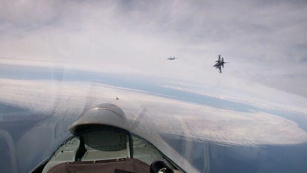 Ruské Su-27 doprovodily vojenské belgické letadlo nad Baltským mořem - Sputnik Česká republika