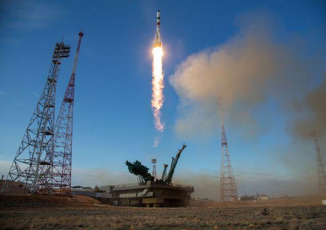 Start rakety nosiče Sojuz-2.1a s nakladní lodí Sojuz MS-14. Ilustrační foto.
