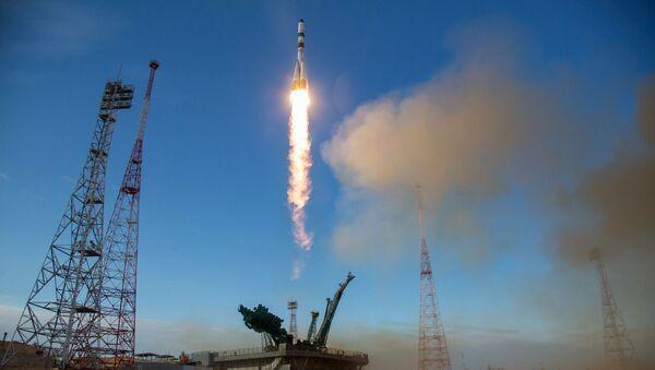 Start nosné rakety Sojuz 2.1 s nákladní lodí Sojuz MS-14 z Bajkonuru - Sputnik Česká republika