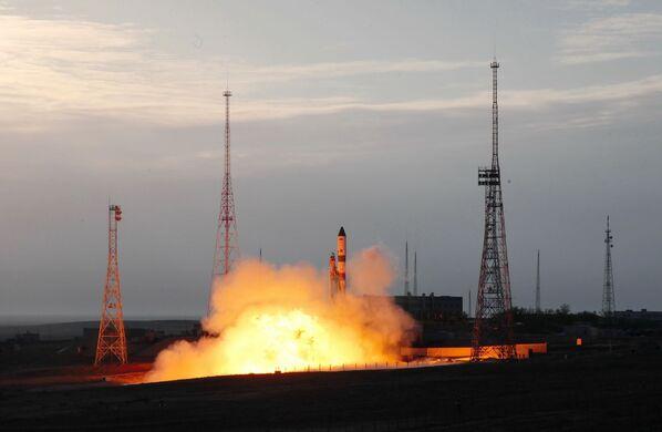 Start rakety Vítězství (nosné rakety Sojuz-2.1a slodí Progress MS-14) na Mezinárodní vesmírnou stanici zkosmodromu Bajkonur - Sputnik Česká republika