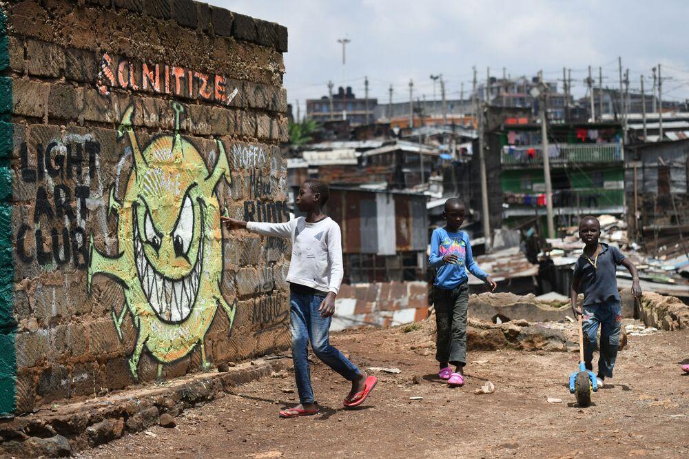 Teenageři ve slumu v Nairobi, Keňa