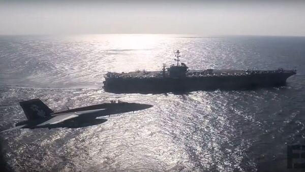 Útočný letoun ruského námořnictva se přiblížil k americké letadlové lodi - Sputnik Česká republika