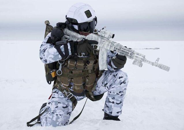 Historický okamžik. Ruští výsadkáři skočili z rekordní výšky v Arktidě