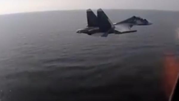 Záběry letů posádek Su-24, Su-30SM a Su-27 Baltského loďstva během plánovaných cvičení leteckých útoků na nadvodní cíle v Baltském moři - Sputnik Česká republika