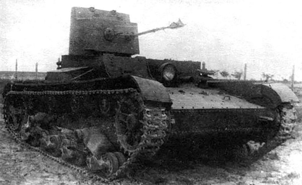 Sovětský lehký chemický tank HT-26/БHМ-3
