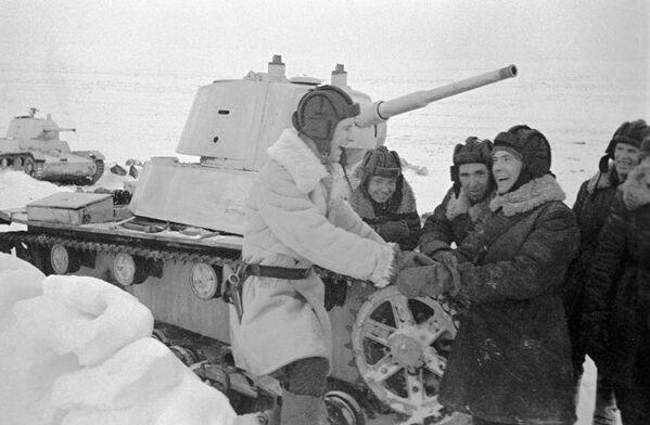 Tankisté lehkého tanku Т-26 - Sputnik Česká republika