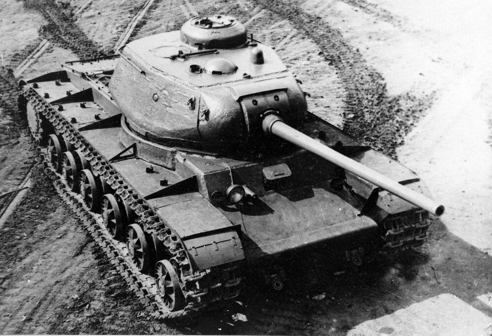 Sovětský těžký tank KV-85