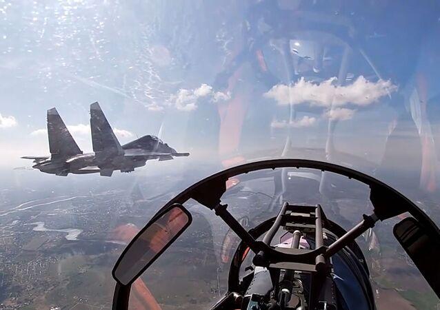 Letadla Baltského loďstva Ruské federace během plánovaného výcviku leteckých útoků na hladinové cíle v Baltském moři.