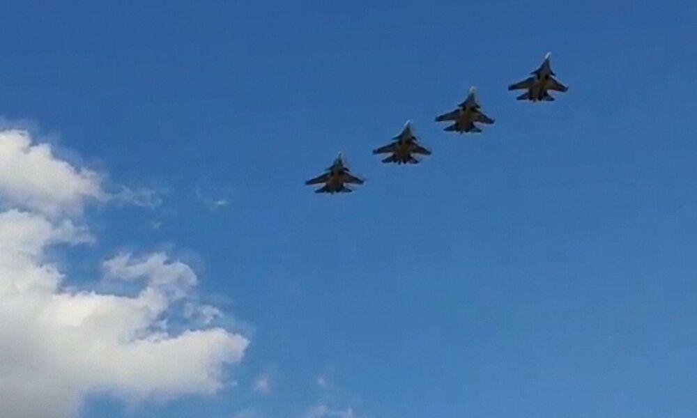 Víceúčelové stíhačky Su-30SM Baltského loďstva Ruské federace během plánovaného výcviku leteckých útoků na hladinové cíle v Baltském moři.