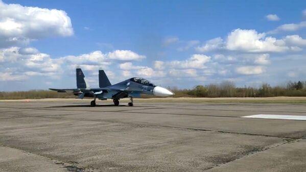 Stíhací letoun Su-30SM Baltského loďstva Ruské federace. - Sputnik Česká republika