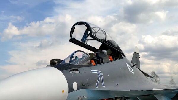 Posádka v kokpitu víceúčelového stíhače Su-30SM - Sputnik Česká republika