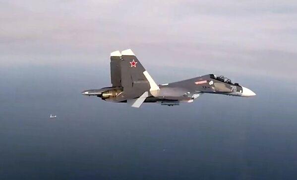 Víceúčelový stíhací letoun Su-30SM ve vzduchu během výcviku. - Sputnik Česká republika
