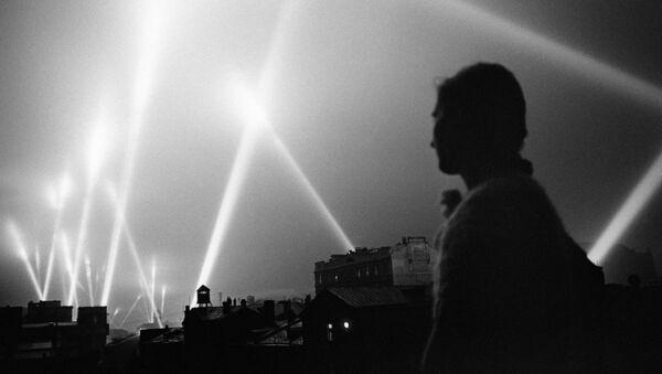 Světlomety ozařují nebe nad Moskvou během Velké vlastenecké války, červen 1941 - Sputnik Česká republika