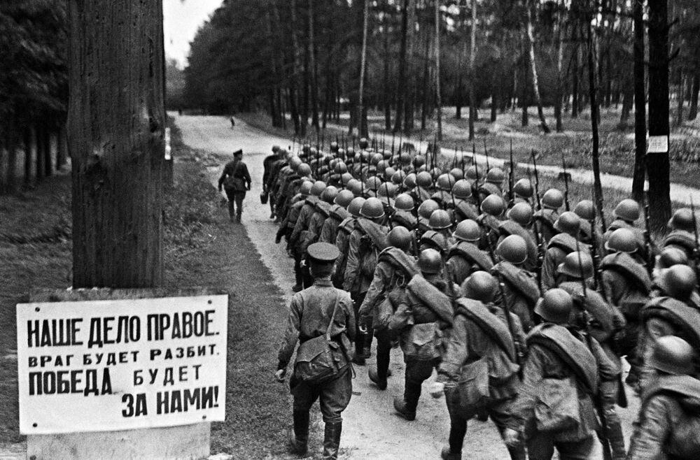 Mobilizace během 2. světové války. Moskva, 23. června 1941.