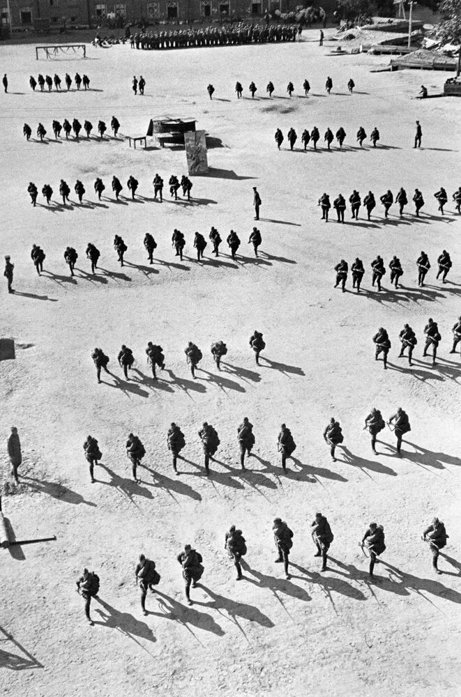 Cvičení pěchoty. Moskva, srpen 1941.