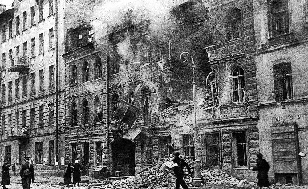 Leningrad během ostřelování. 1. března 1942.