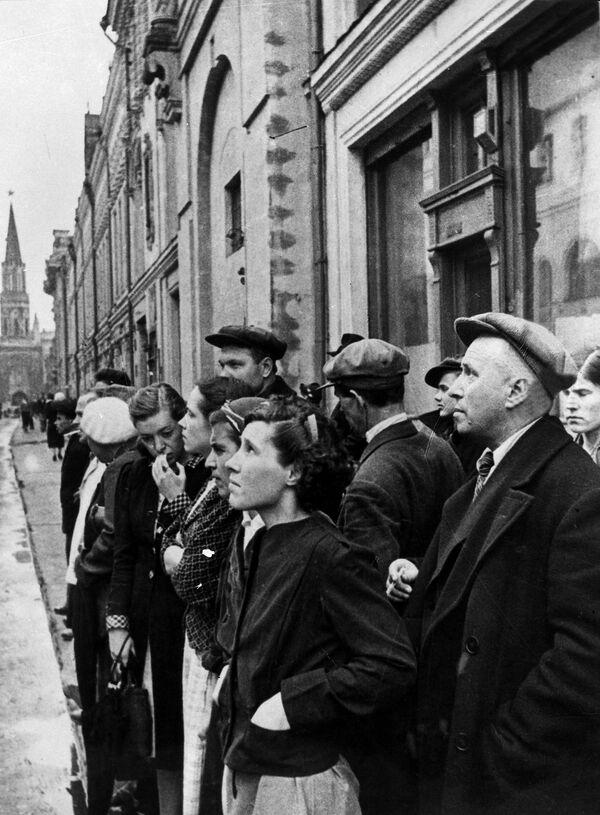 Obyvatelé hlavního města 22. června 1941 během rozhlasového oznámení o německém útoku na SSSR. - Sputnik Česká republika