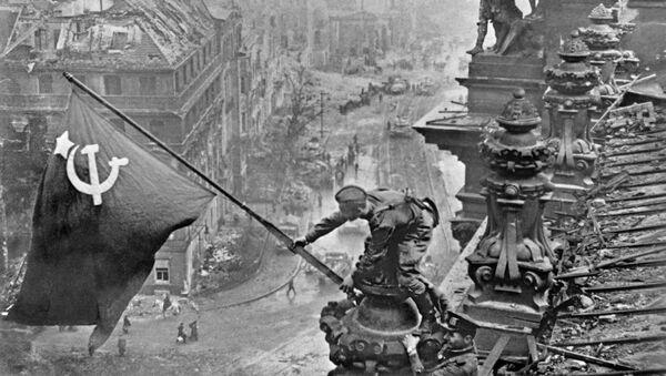 Vlajka vítězství nad Berlínem - Sputnik Česká republika