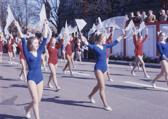 Přehlídka sportovců při demonstraci 1. máje ve Vilniusu v roce 1973
