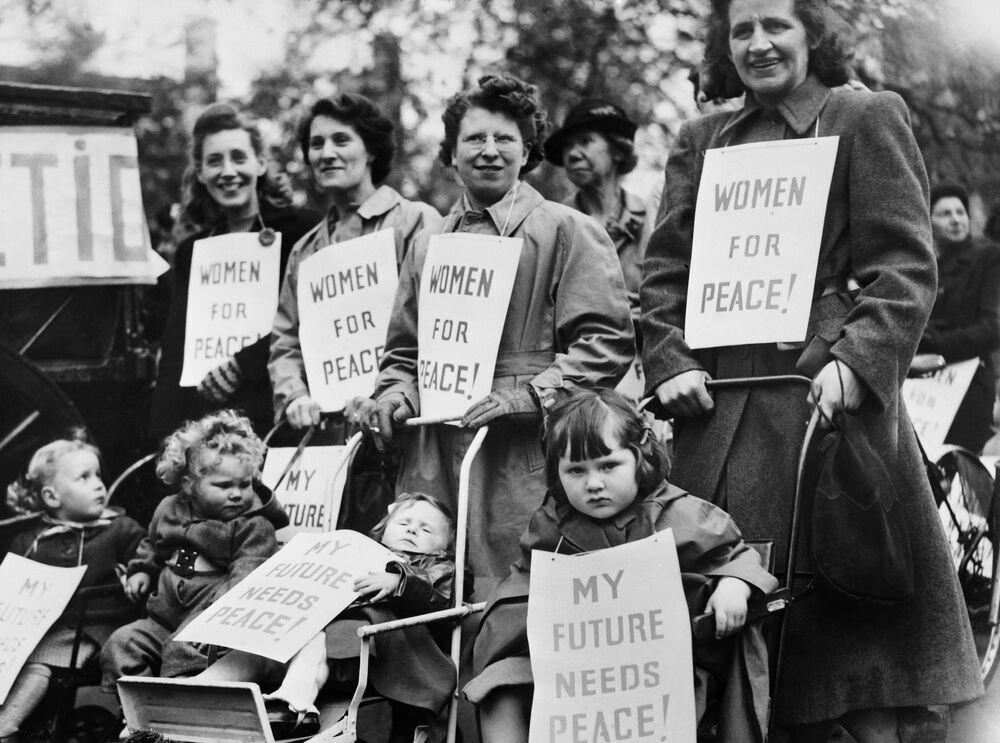 Ženy s dětmi na prvomájové demonstraci v Londýně, 1948