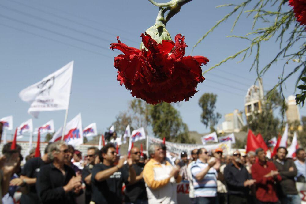 Účastníci prvomájové demonstrace v Athénách, Řecko, 2012