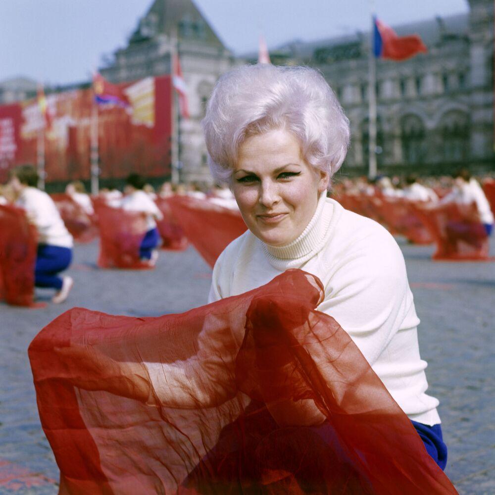 Průvod sportovců na Rudém náměstí dne 1. května 1969