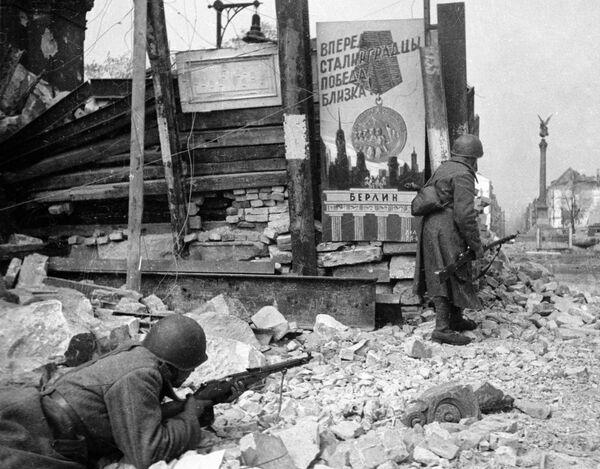 Samotné město bylo rozděleno do sektorů. Němci nejvíce posílili centrum: vykopali zákopy a vybavili chráněná střelecká místa. - Sputnik Česká republika