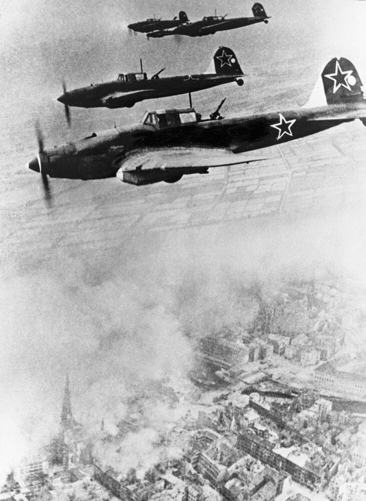 Berlínská strategická ofenzíva začala za úsvitu 16. dubna.