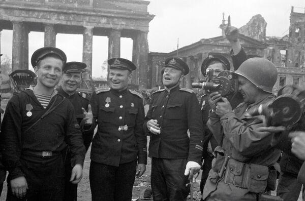 Kruh kolem Berlína byl uzavřen 25. dubna. Vše bylo připraveno na začátek závěrečné fáze strategické operace. - Sputnik Česká republika