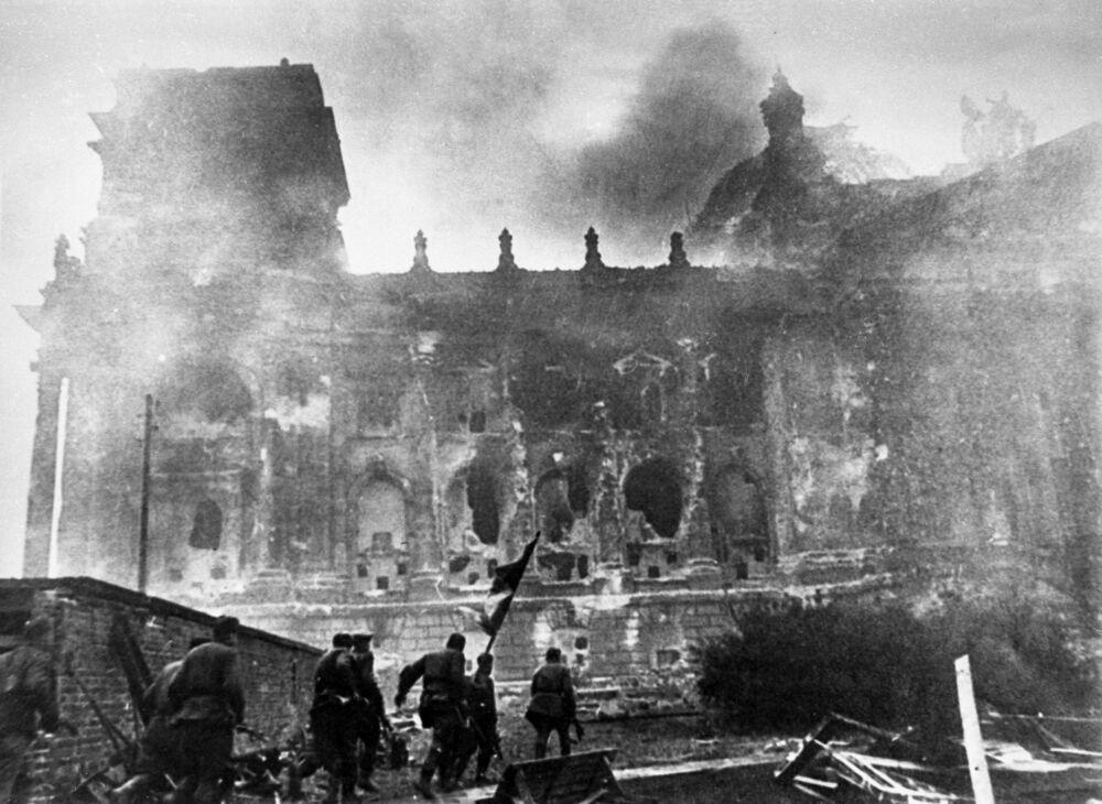 Bitvy o Říšský sněm, které trvaly až do rána prvního května, byly od samého začátku extrémně tvrdé.