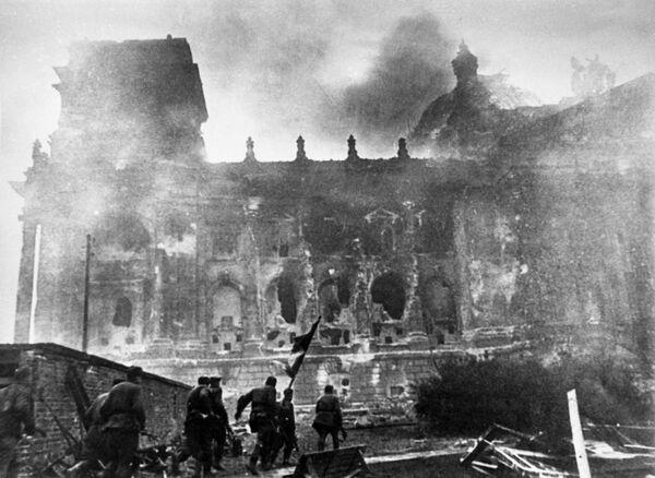 Bitvy o Říšský sněm, které trvaly až do rána prvního května, byly od samého začátku extrémně tvrdé. - Sputnik Česká republika