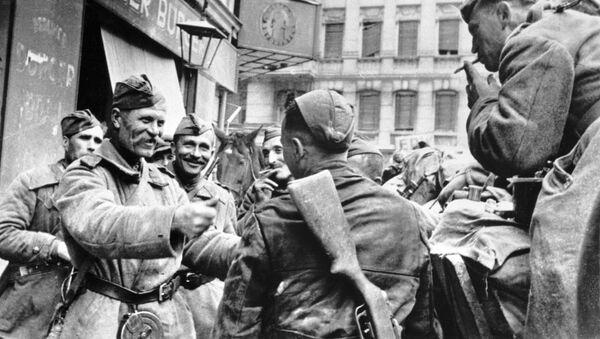 Oslavy ruských vojáků v Berlíně v roce 1945 - Sputnik Česká republika