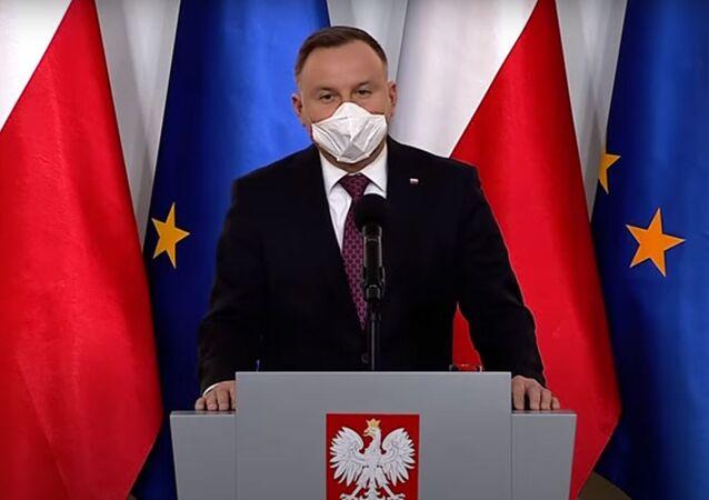 Polský prezident Andrzej Duda v ochranné roušce