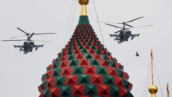 Bitevní vrtulníky Ka-52 Alligator na obloze nad Moskvou během cvičení vzdušné části vojenské přehlídky při příležitosti Dne vítězství nad nacistickým Německem. - Sputnik Česká republika