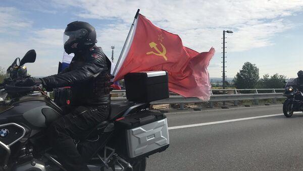 Kolona příznivců Nočních vlků a Ruska na dálnici D1 - Sputnik Česká republika